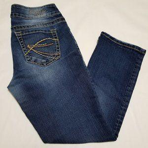 Silver Suki Medium Wash Mid Rise Capri Jeans